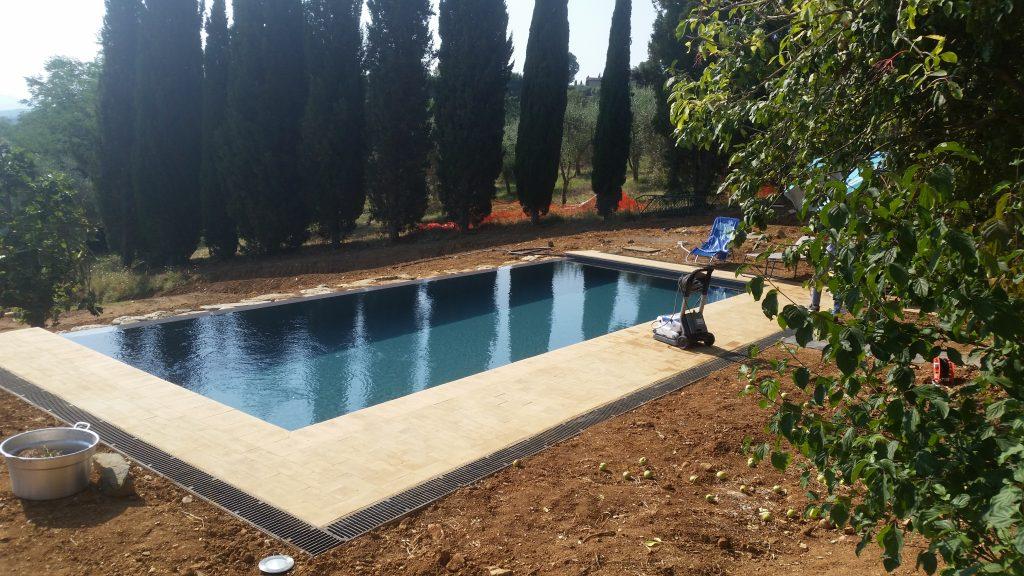 piscina a sfioro